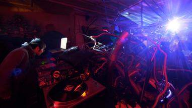 レイブのような音楽イベントも開催されるなど幅広い活動を展開中。
