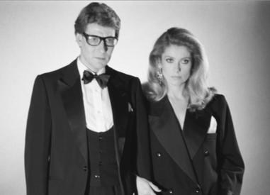 Catherine Deneuve en smoking Yves St Laurent