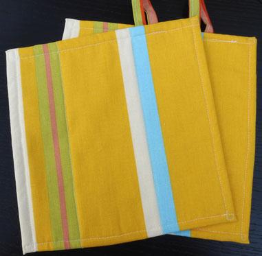 Topflappen mit Streifen in gelb-hellblau-beige