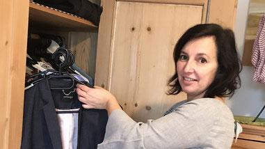 Ordnungsberaterin Andrea Auer bei der Arbeit