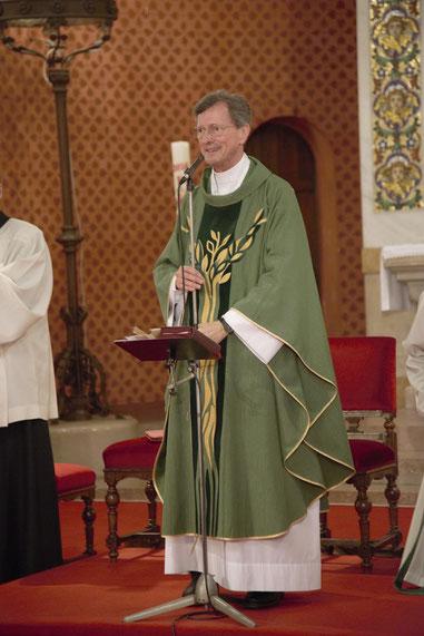 Der PGR schenkte Pfarrer Abrahamowicz ein wunderschönes Messgewand, das ihn immer an seine Zeit in Baumgarten erinnern soll.