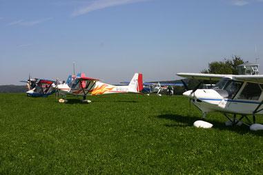 Das neue Schulungsflugzeug mit Flammen-Dekor