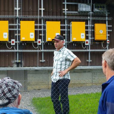 Christoph Villiger führte uns fachkundig durch seinen Betrieb