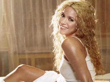 Shakira, AS en Bélier, Soleil en Verseau.