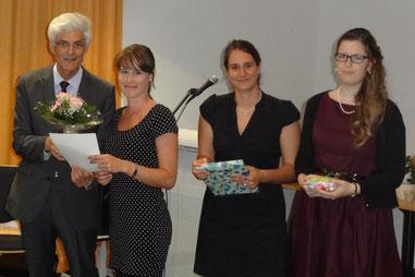 Seminarleiter Dr. Johann Sjuts würdigte die herausragenden Gesamtleistungen von Frau Schlüter, Frau Bieder und Frau Tokarski. Foto: Ulrichs