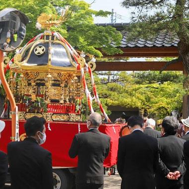 十社大神の御神輿 春季大祭の御神幸 御旅所でお祭り