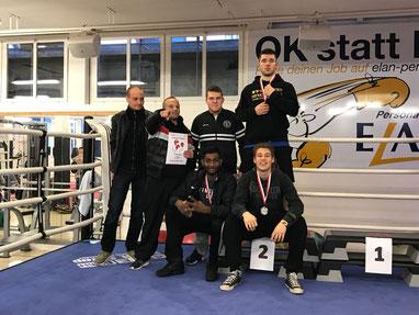 Mannschafts-Vize CH-MEISTER LC 2017 BOXING TEAM ITTIGEN - Bernie Pulfer und Marco Spath (Trainerteam) mit ihren Boxern, Nicolas, Manuel, Swissan, Laurin