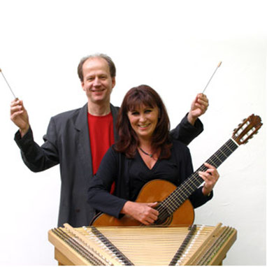 Rudi Zapf (Hackbrett) und Ingrid Westermeier (Gitarre)