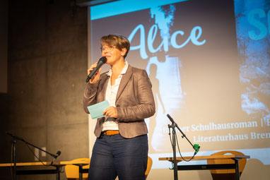 Katharina Guleikoff Moderatorin OLB Wissenschaftspreis
