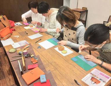 レザークラフト名古屋教室作業風景