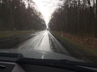 Autofahrt im Regen