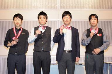 B級。左から、3位小田切俊樹(東京)、2位堀聖弘(福岡)、優勝前田孝幸(大阪)、3位原圭吾史(岡山)
