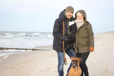 Tina, unsere Tochter Anna im Tragegurt, Emma & Christopher, Januar 2020