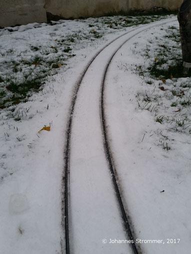 Eingeschneite Kurve (Gartenbahn 5 Zoll)