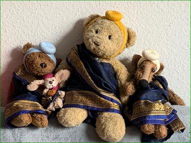 Kasimir, Cäsar, Fredi und Kerl in Indiens Tracht: Turban und Sari