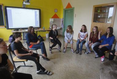 Die 4. NMS übte beim Kommunikationstraining die Gesprächsregeln