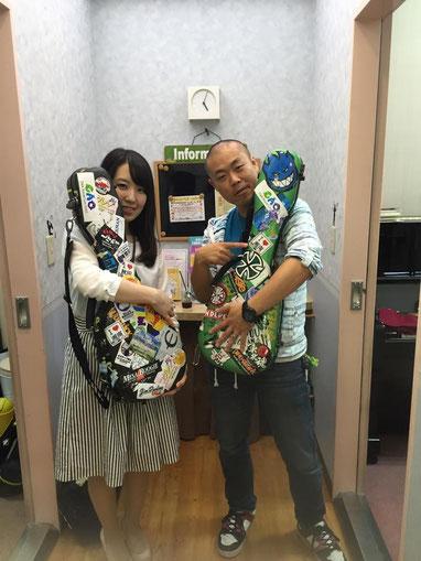 あっという間の1時間でした☆島村楽器のスタジオ前で僕のウクレレケースを持って記念撮影♪