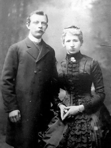 Hochzeitsfoto von Bernhard Schwab III. und Marie geb. Kaechelen.  Das Foto entstand 1886