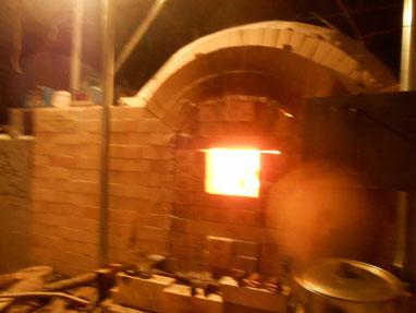 復元古代窯 窯焚きの様子 鳩山町