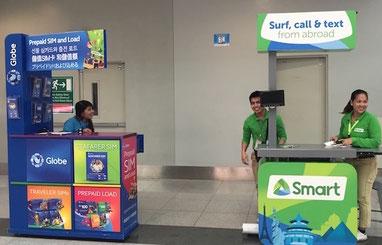 空港内でグローブとスマートの出店。