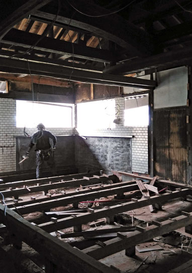 白木町の家、2期工事解体中