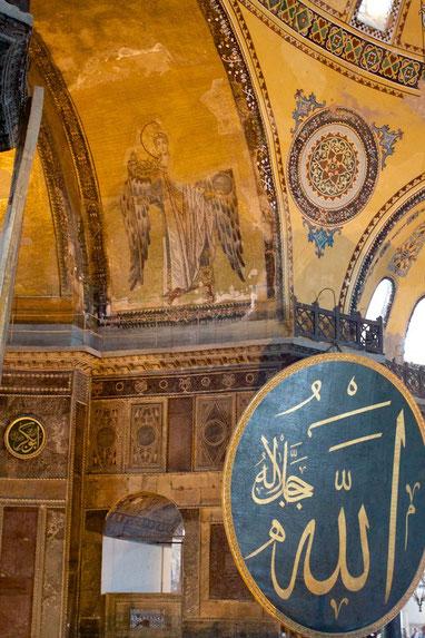 Die Engelgestalten wurden bei der letzten Restaurierung freigelegt.