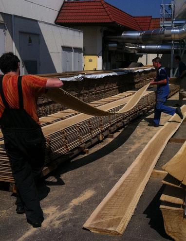 Fendt Holzgestaltung stapeln des Rohholzes