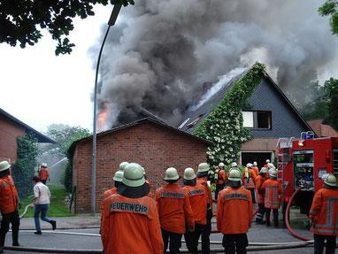 Feuerwehr bei der Arbeit  - Foto Pixabay