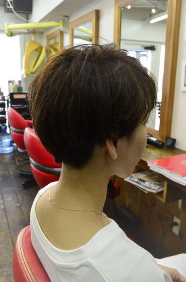 髪にボリュームがほしいからといって根元からパーマをあてるのは間違い