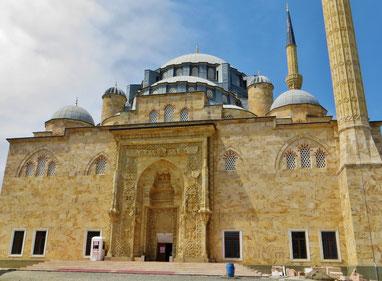 Die neue Sarayburnu Moschee in Bulancak.
