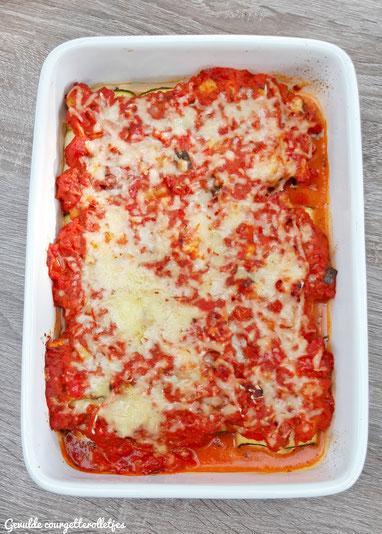 Gevulde courgetterolletjes met broccolipesto, ricotta en gerookte zalm met tomatensaus