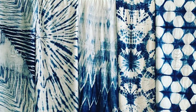 photo-coupons-tissus-soie-shibori-blanc-bleu-a-motifs-differents