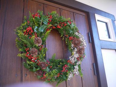 平塚の植物で作ったフレッシュリースを玄関に飾って・・・
