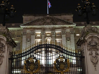 Buckingham Palace. Photo: Men's Individual Fashion.