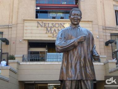 Nelson Mandela - am Nelson Mandela Square in Sandton (Johannesburg)