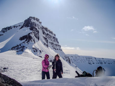 Laura and I onb top of the valey Engidalur. // Laura und Ich am Ende des Tales Engidalur