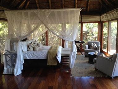 Das Zimmer in der Pumba Water Lodge.