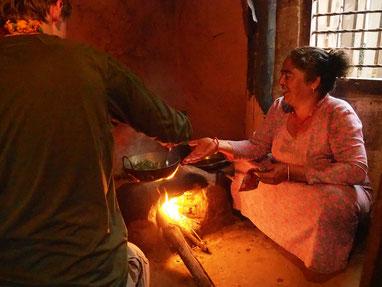 Kochen mit Tharu in Chitwan