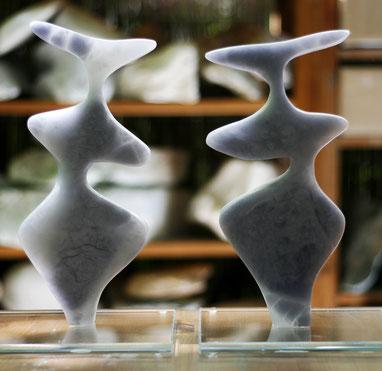 Heidrun Feistner: Le coq est mort / Alabaster blau / Foto HF