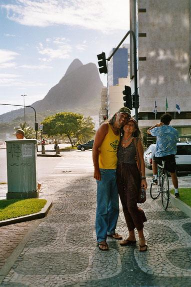 Avinash e Pyari em Ipanema, Rio de Janeiro, 2006