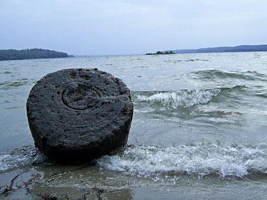 ganz klein im Hintergrund sieht man die Überreste der Torpedoinsel