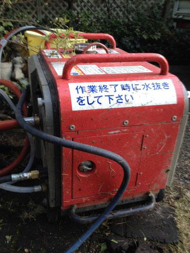ガソリンエンジンで動くので重くて一人で持てません。