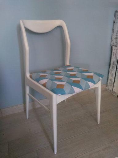 relooking de meuble chaise 70 bois et tissus  blanc bleu cuivre vintage le mans sarthe
