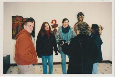 JJeanine Rivais faisant connaissance avec les lycéens qui ont visité l'exposition
