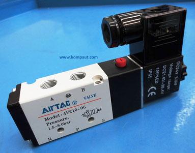 """Kompaut, elettrovalvola Airtac, monostabile 5 vie 2 posizioni, 1/8"""" e 1/4"""", completa di bobina solenoide e connettore elettrico luminoso con led."""
