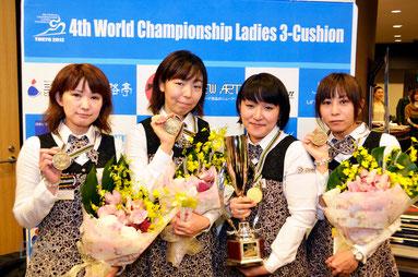 前回大会(2012年東京)Top 4 左から3位林奈美子、2位西本優子、優勝東内那津未、3位福本綾香