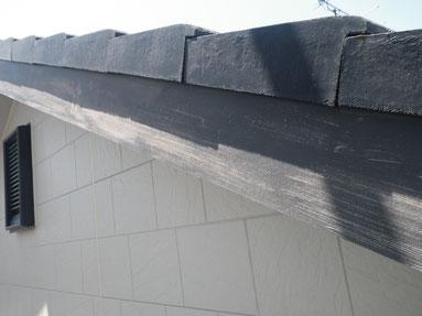 破風板の塗装前。