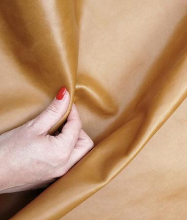 Savoir-faire l'Insolente Paris - sacs et pochettes en lin et cuir - Maroquinerie pour femmes - Accessoire de mode en lin- sac et pochette dessinés en France