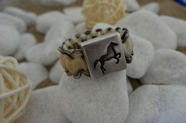 Ring aus Pferdehaar mit Pferde-Perle, Pferdehaarring