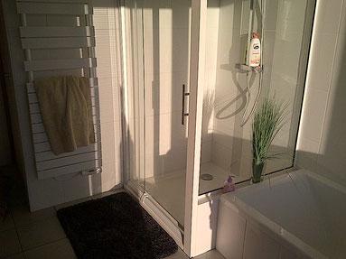 cuisine intérieur design toulouse salle de bain avec douche et baignoire blanche et bois